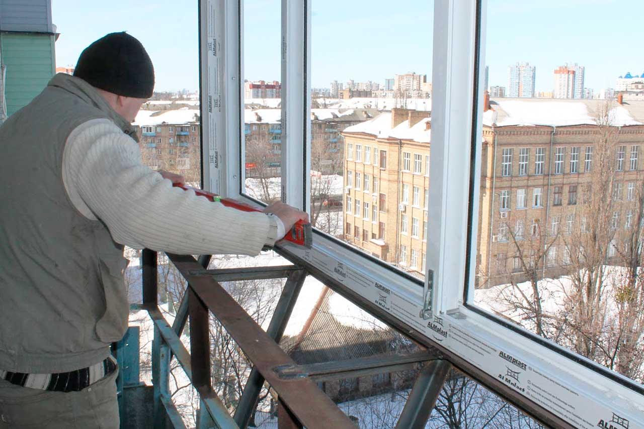 Пять советов, как сэкономить на остеклении балкона или лоджи.