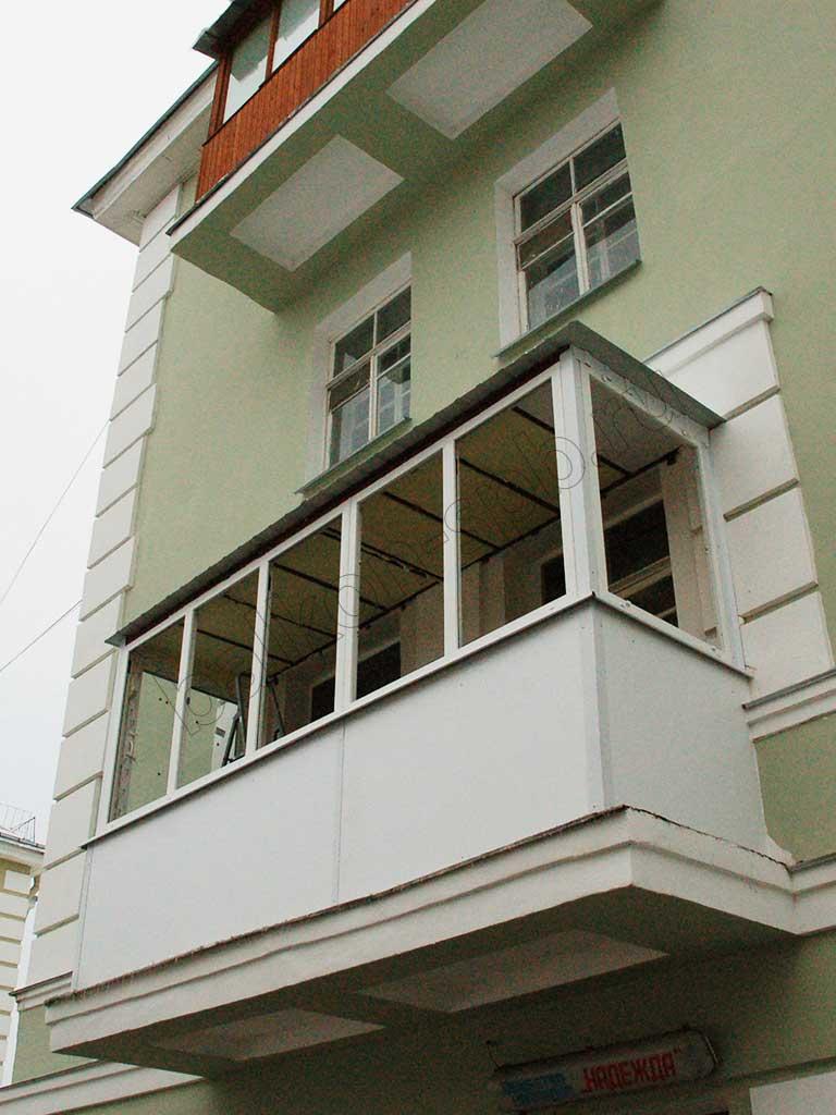 Расчет стоимости остекления и отделки балкона в сталинских д.