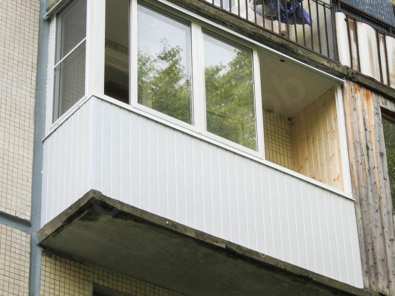 Отделка балконов в спб: варианты наружней и внутренней обшив.