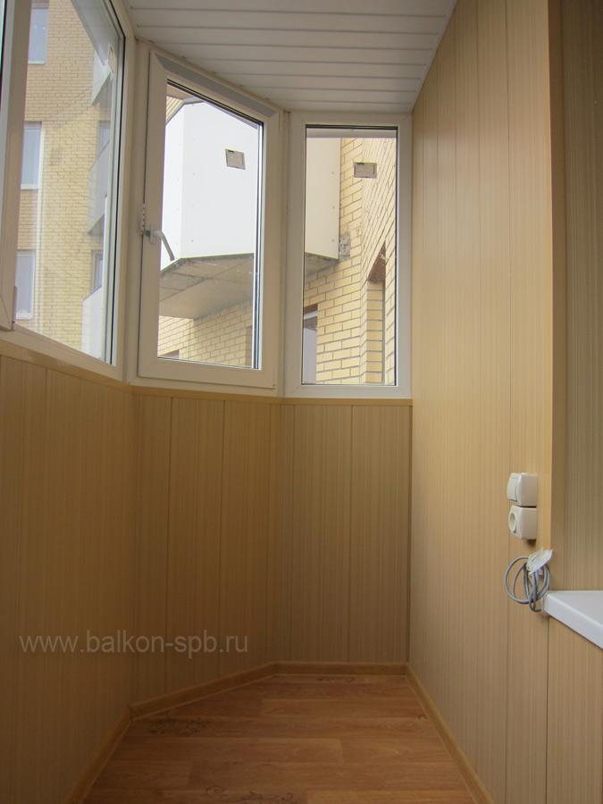 Остекление и отделка закруглённого балкона 137 серии.