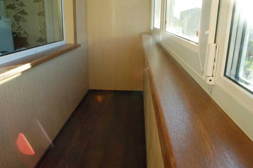 Ламинированный пластик для обшивки балкона.